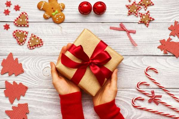9 Smart Ways to Save on Christmas Presents